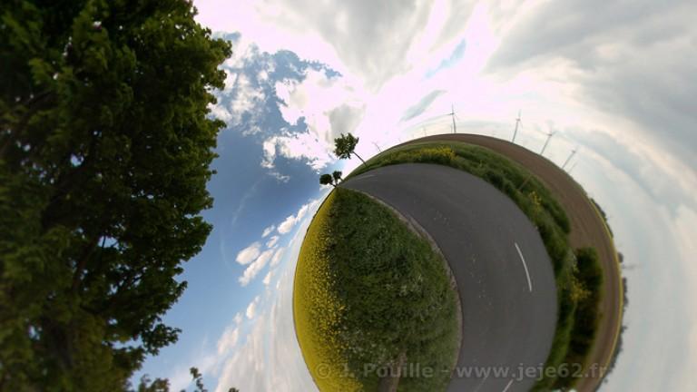 grande route sur petite planète