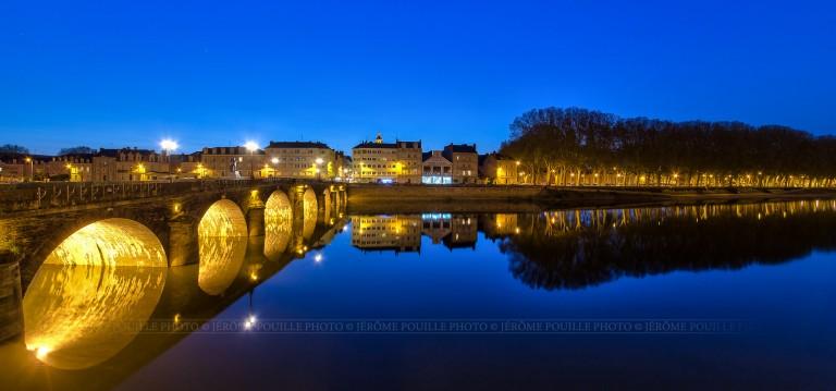 Angers, pont de Verdun à la tombée de la nuit