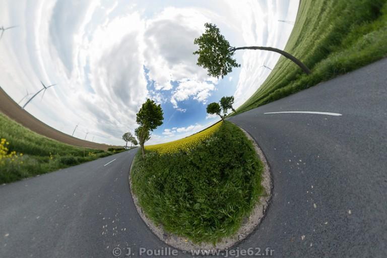 Petite planète d'un bord de route