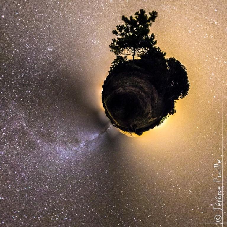 Petite planète au milieu des étoiles
