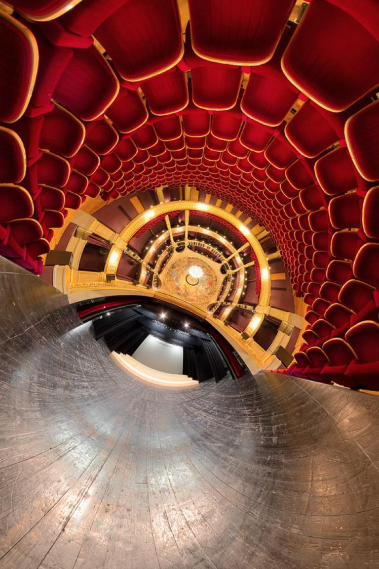 Petite planète de la scène du grand Théâtre d'Angers