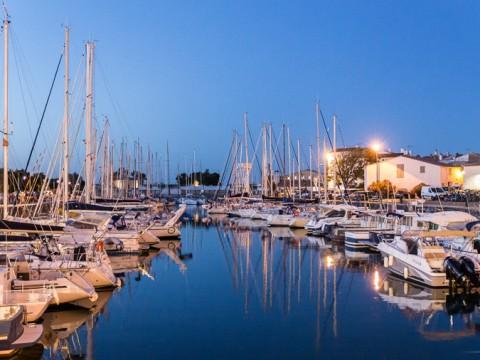 Le port de Saint-Martin-de-Ré à l'heure bleue