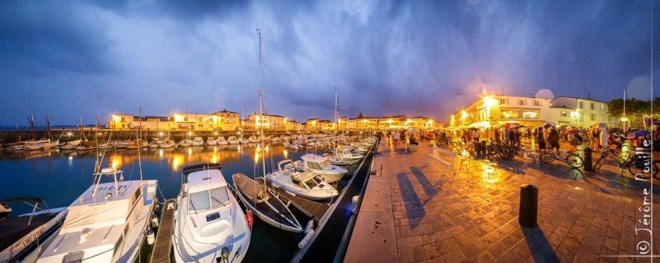 Panoramique du port de La Flotte en Ré à l'heure bleue