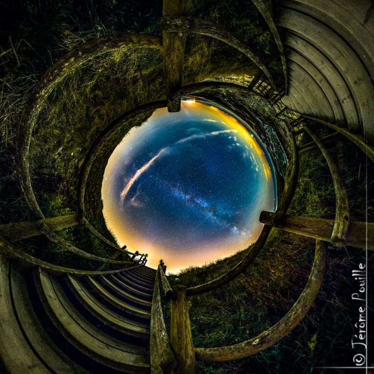Au centre, la voie lactée