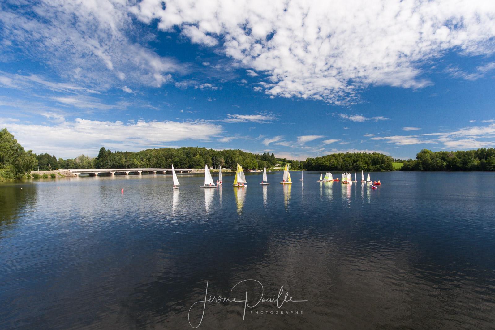 Voiliers sur lac de Neuvic