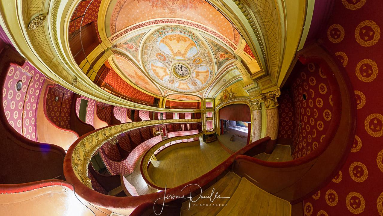 Projection stéréographique du théâtre à l'italienne de Saint-Omer